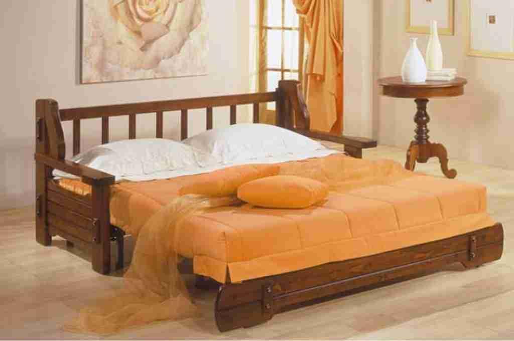 Divano letto rustico comodità di utilizzo e struttura in legno