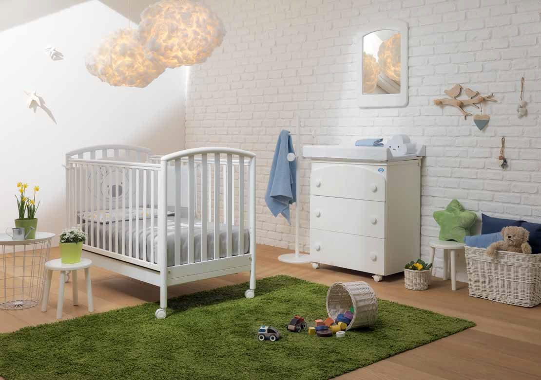 Lettini Per Bambini Pali : Lettino pali ciak in ciliegio materasso e set tessile annunci